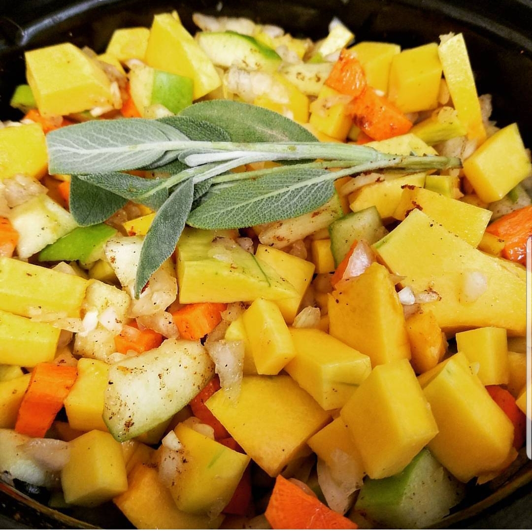 Read more about the article Easy Crockpot Meals (#AMonthofFaves)